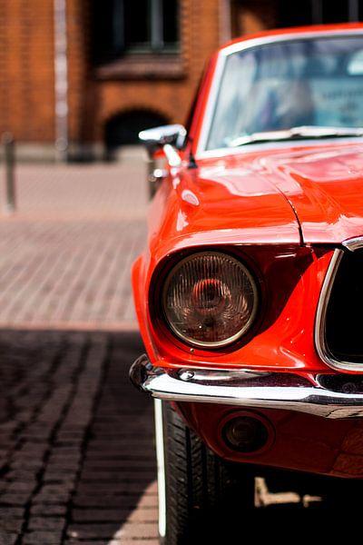 De rode auto van Franziska Pfeiffer