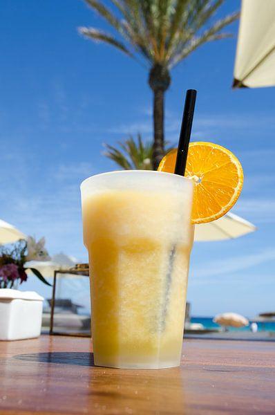 Cocktail bij de beachclub van Mark Bolijn