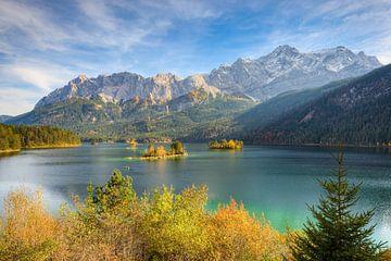 Herbst am Eibsee mit Blick zur Zugspitze von Michael Valjak
