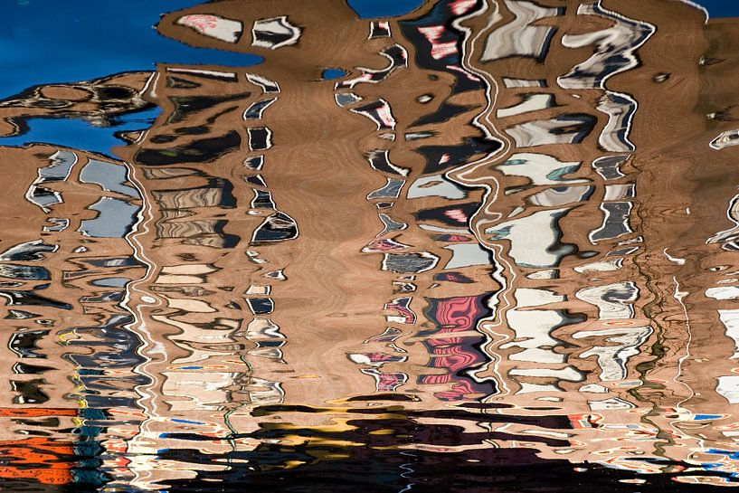 Abstracte spiegeling van Jim van Iterson