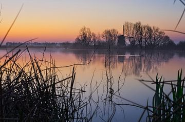 Bunter Himmel kurz vor Sonnenaufgang von Bart Nikkels