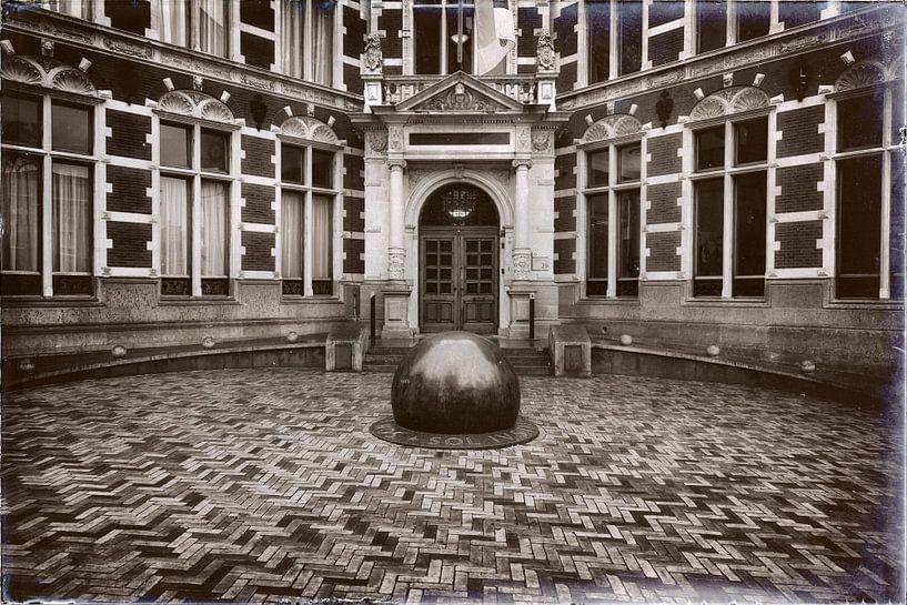 De entree van het Academiegebouw van Jan vd Knaap