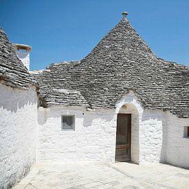 Witte huisjes in Alberobello in Italië van Rijk van de Kaa