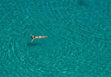 Floating lady van Rene van der Meer