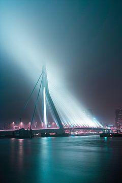 Le pont Erasmus dans le brouillard sur De Straatplaat