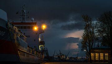 De Rotterdamse haven met de ingang van de Maastunnel van Jordi Woerts
