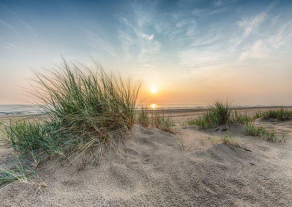 Mooie zonsondergang na een regenachtige dag van Alex Hiemstra
