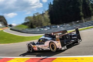 Voiture de course Porsche 919 hybride au Spa Francorchamps sur Sjoerd van der Wal