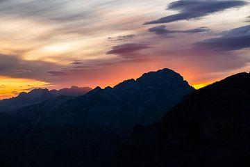 Flair vom Sonnenuntergang über den Dolomiten von Leo Schindzielorz