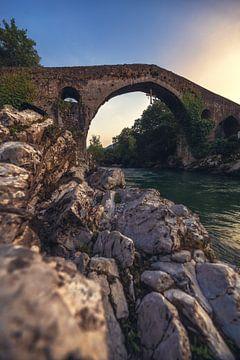 Asturien Cangas de Onis Römische Brücke Sonnenuntergang von Jean Claude Castor