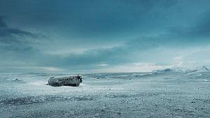 Flugzeugwrack im Schnee von Luuk de Kok