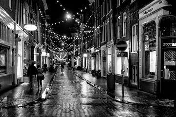 Regenachtige avond in het centrum van Amsterdam van Barbara Brolsma