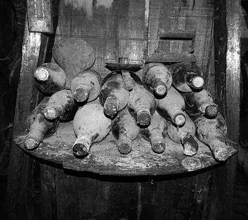 Bodega wijnrek oude flessen von Marcel Schouten
