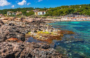 Strand Cala Comptessa op Mallorca, Balearen, Spanje van Alex Winter