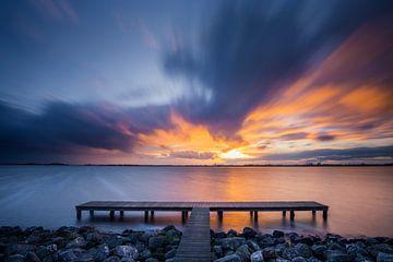 Sonnenuntergang am See von Ton Drijfhamer