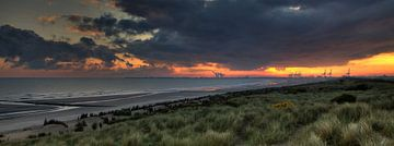 Sonnenaufgang Zeebrügge von Peter Deschepper