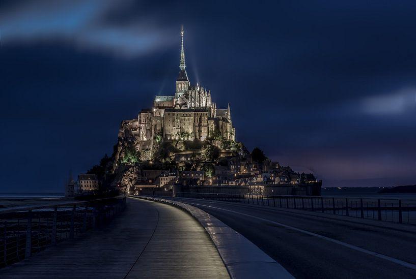 Mont Saint-Michel by Night van Mario Calma