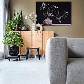 Klantfoto: magnolia  in vaas van Klaartje Majoor, als print op doek