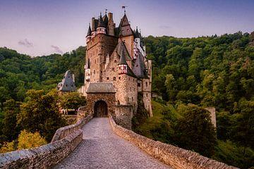 Burg Eltz am frühen Morgen von