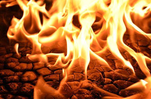 Vuur, brand, kolen, openhaard van Mark Rademaker
