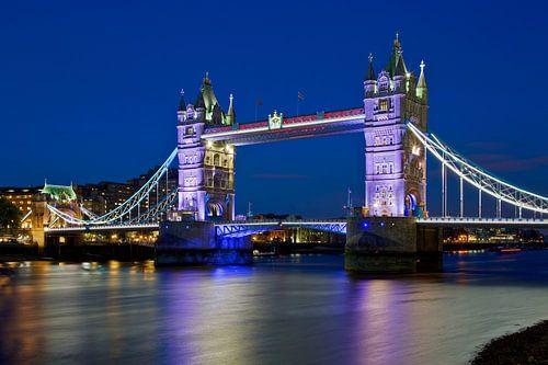 Nachtfoto Tower Bridge te Londen van Anton de Zeeuw