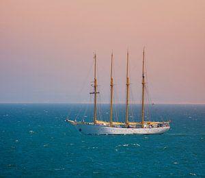 Een vier-meester in de Atlantische Oceaan
