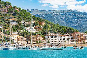 Zeiljachten boten op de kust van Port de Soller op het eiland Mallorca, Spanje Middellandse Zee van Alex Winter