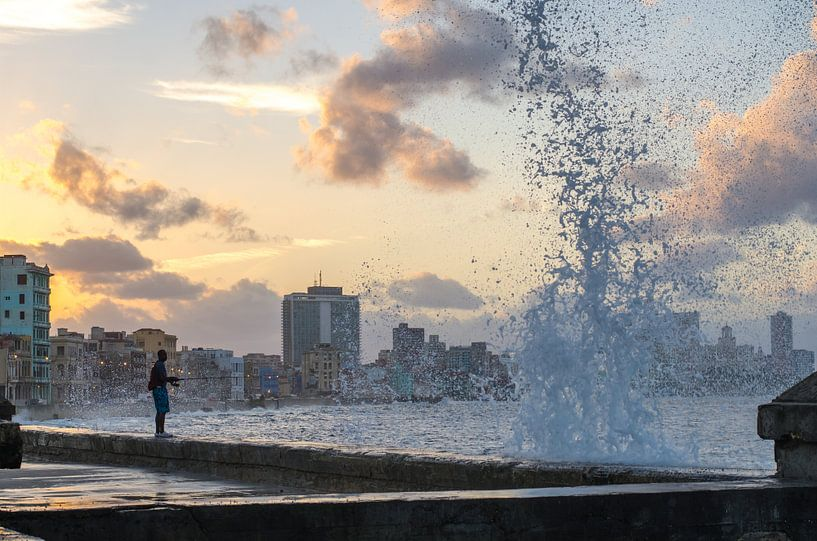 Malecon - Havana - Cuba - sunset - fishing von Annemarie Winkelhagen
