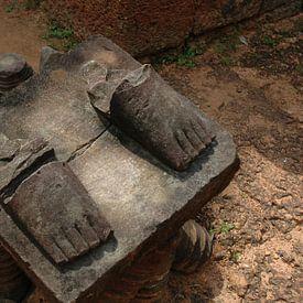 Füße auf Stein von Robert Styppa