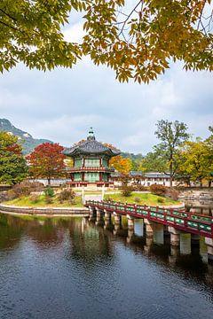 Herfst bij een Koreaanse pagode van Mickéle Godderis