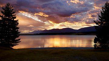 Die goldene Stunde am Pukaki-See - Neuseeland von Maurits Simons