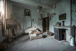 ruiniertes Schlafzimmer in einem Schloss