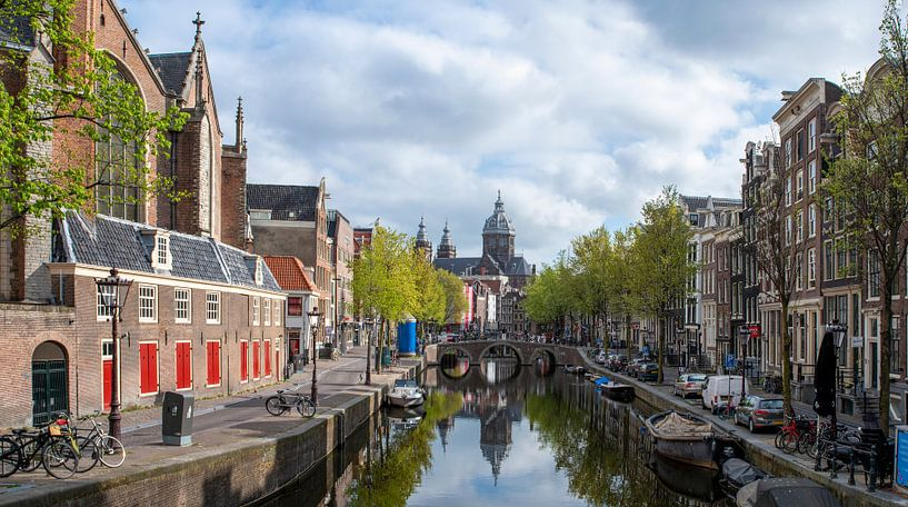 Oudezijds Voorburgwal Amsterdam van Foto Amsterdam / Peter Bartelings
