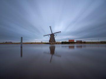 Moulin à vent au bord de l'eau sur Maikel Brands