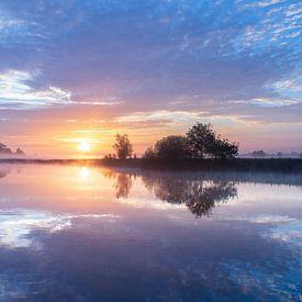 Sonnenaufgang über den Flüsschen von Zeeuws-Vlaanderen von Paul Begijn