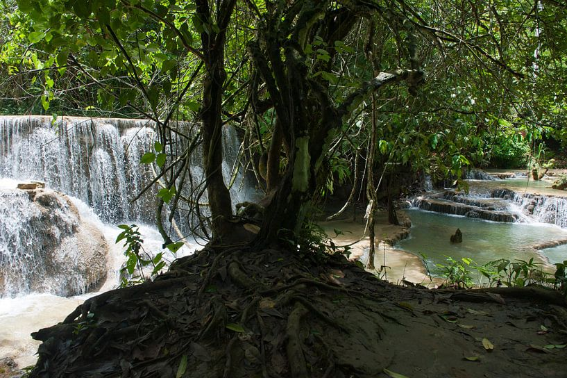 Kouang Si Waterfall van Roland de Zeeuw fotografie