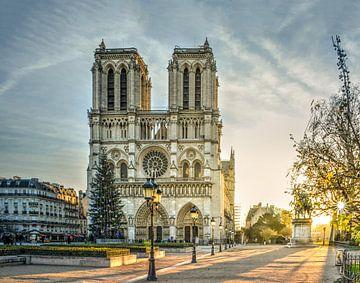 Sonnenaufgang an der Kathedrale Notre Dame de Paris von Christian Müringer