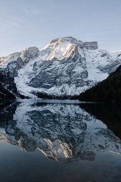 Lago di Braies, dolomieten, Italië van Thousandtravelmiles