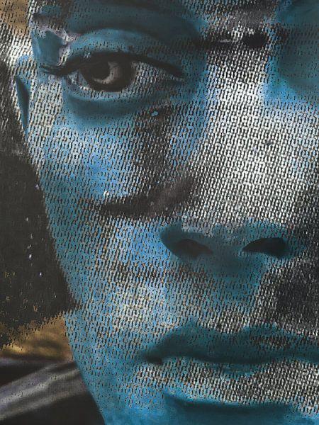 The blue face of a man van Gabi Hampe