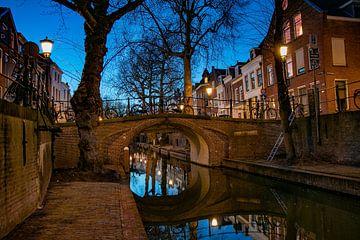 Pont Quintine sur la Nieuwegracht à Utrecht après le coucher du soleil sur Arthur Puls Photography
