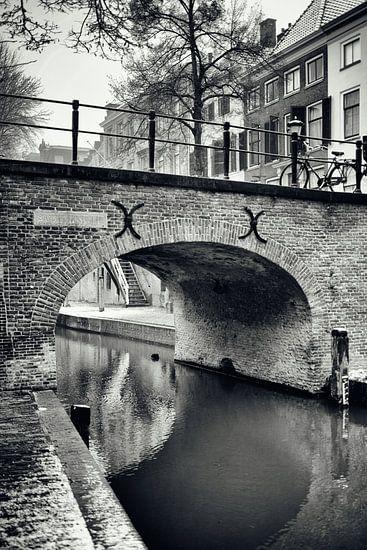 De Brigittenbrug over de Nieuwegracht in Utrecht. (Utrecht2019@40mm nr 38) van De Utrechtse Grachten