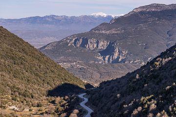 Kronkelweg door de bergen van Axel Weidner