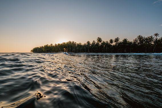 Surfen in Mentawai bei Sonnenuntergang 4