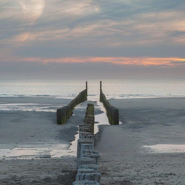 Zeeland strand golfbreker 10 van John Ouwens
