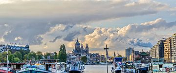 Amsterdam bij avond. sur Don Fonzarelli