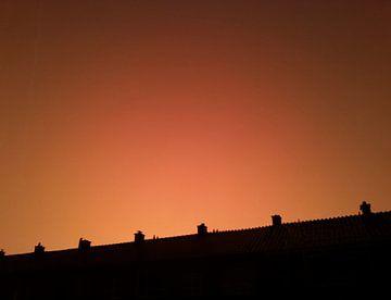 Dreigende onweerslucht bij zonsondergang van Rinke Velds