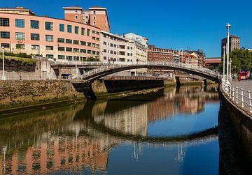 boogbrug in Bilbao van Corrie Ruijer