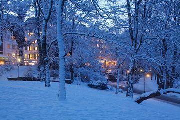 Park  Wallanlagen im Winter mit Schnee bei Abenddaemmerung, Bremen, Deutschland, Park Wallanlagen in