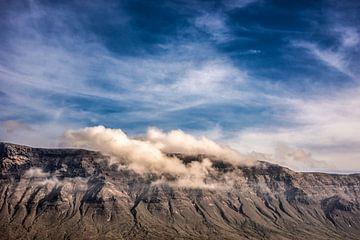 Wolken over de noordrand van Lanzarote van Harrie Muis