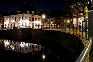 Abend entlang der Kanäle und Häuser der Stadt in der Altstadt von Amersfoort von Fotografiecor .nl